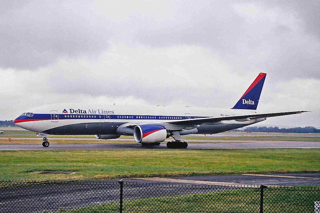 Delta Air Lines Widebody Aircraft Fleet N865DA (retro old livery colors) Boeing 777-232(ER) at Manchester Airport 2001