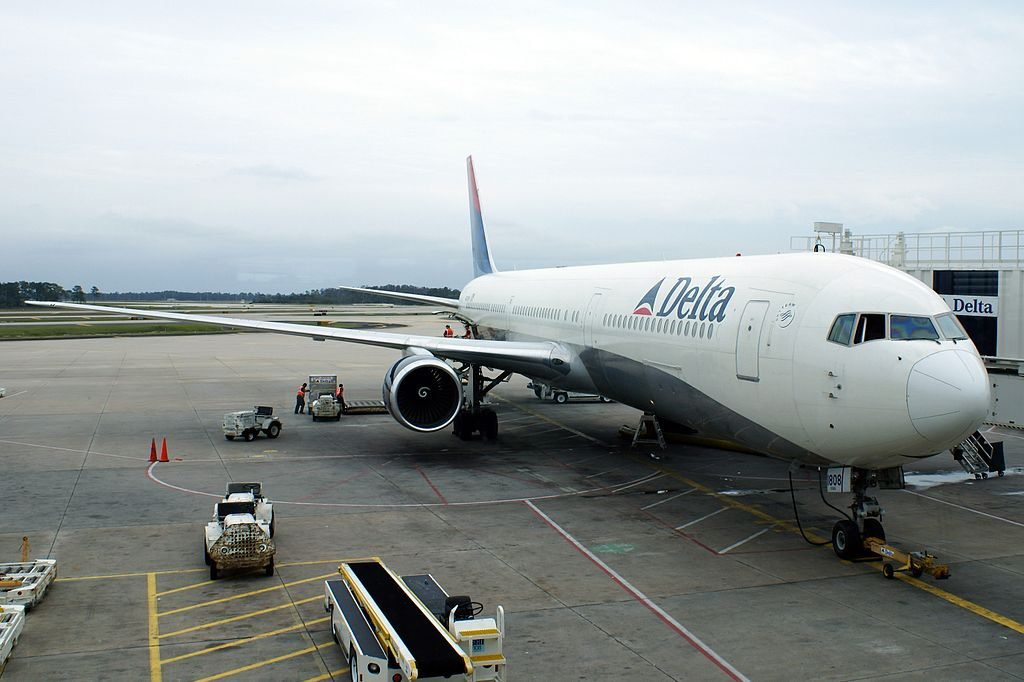 Delta Air Lines Widebody Aircraft N832MH Boeing 767-432ER cn:serial number- 29704:807 at Orlando International Airport