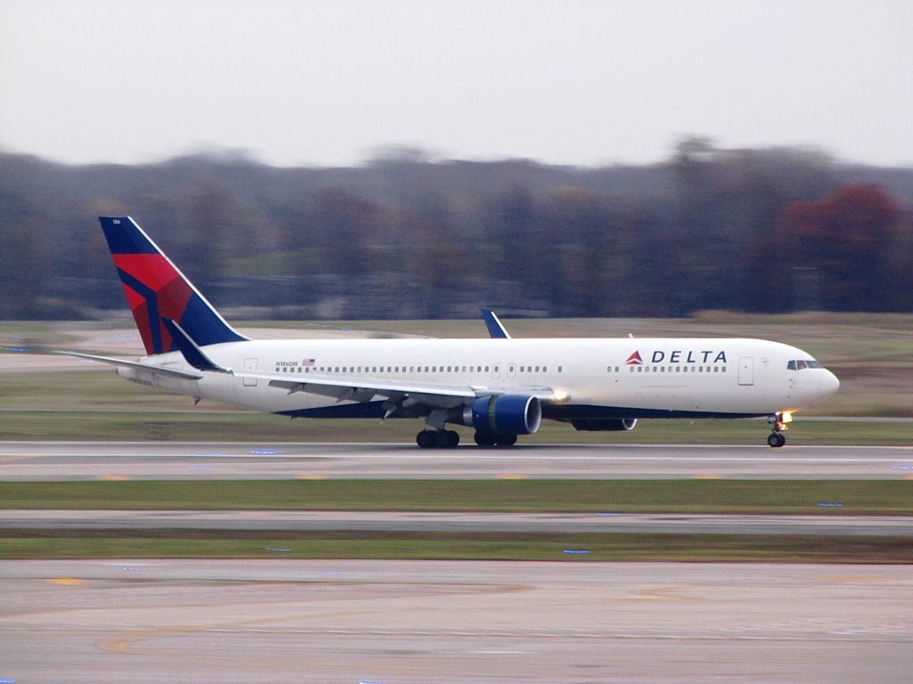 Delta Air Lines Wideboy Aircraft Boeing 767-300ER Detroit Metropolitan Wayne County Airport