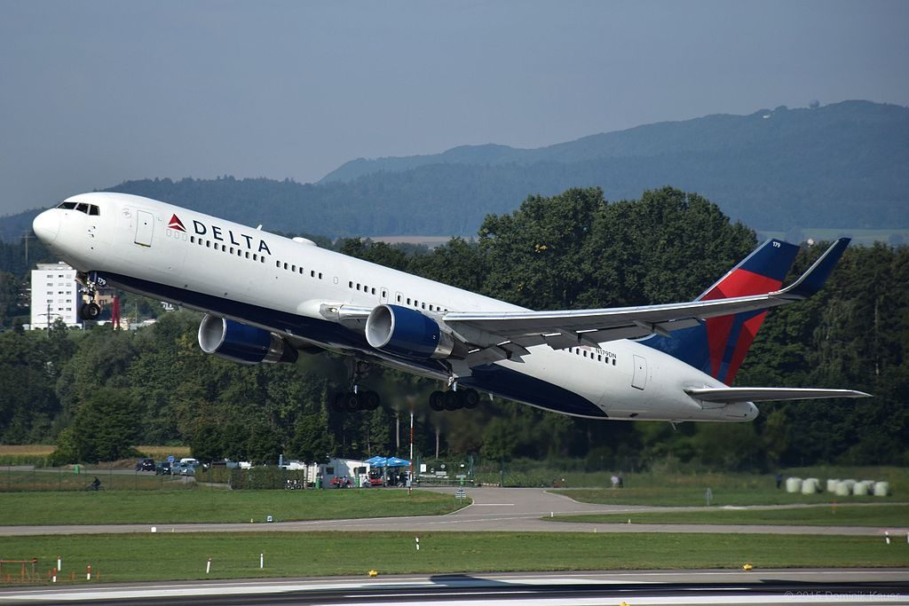 Delta Airlines Boeing 767-332ER N179DN (ZRH) taking off in zurich