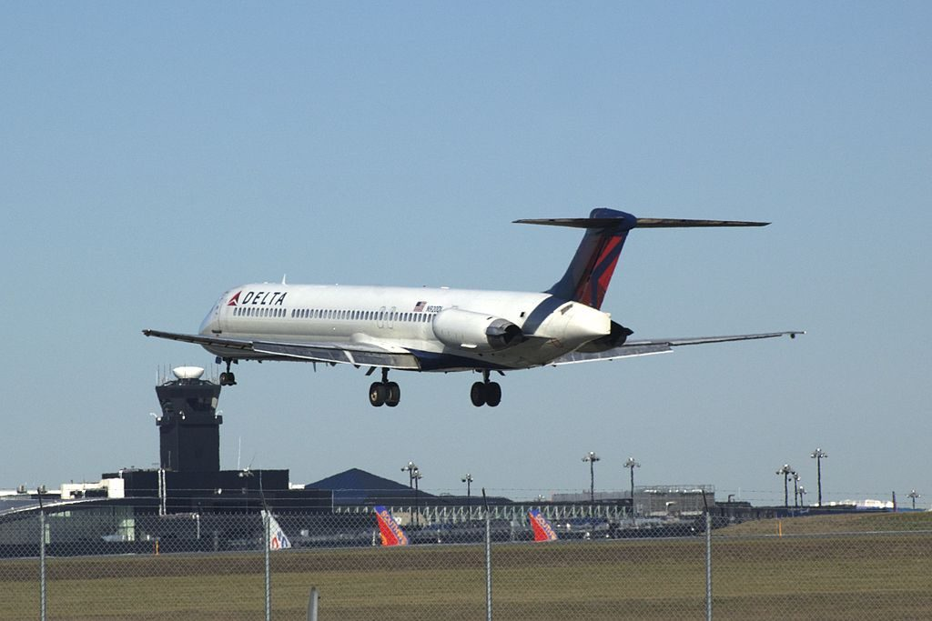 McDonnell Douglas MD-88 N920DL Delta Air Lines Fleet Landing at Baltimore-Washington International Thurgood Marshall Airport (BWI)