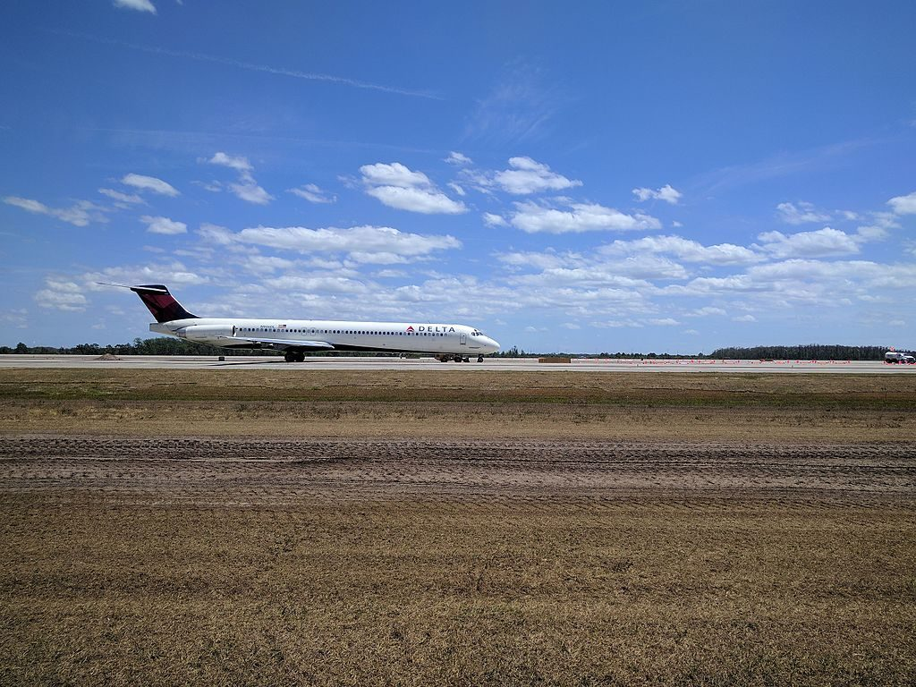 McDonnell Douglas MD-88 of Delta Air Lines Fleet N906DL at Orlando International Airport