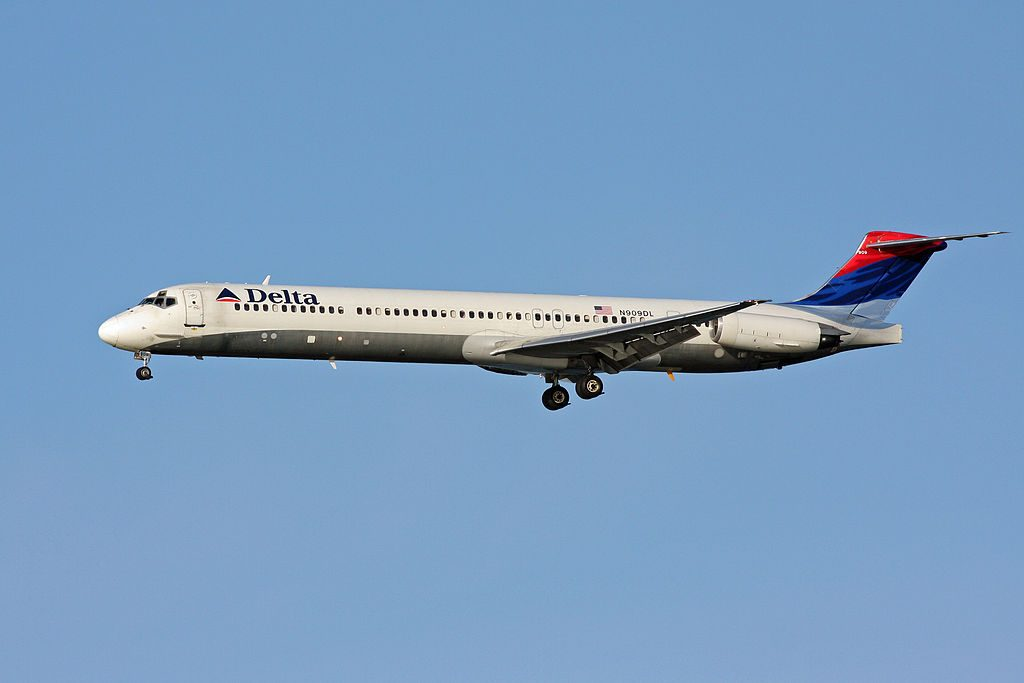 McDonnell Douglas MD-88 of Delta Air Lines Fleet N909DL short final at Boston Logan International Airport