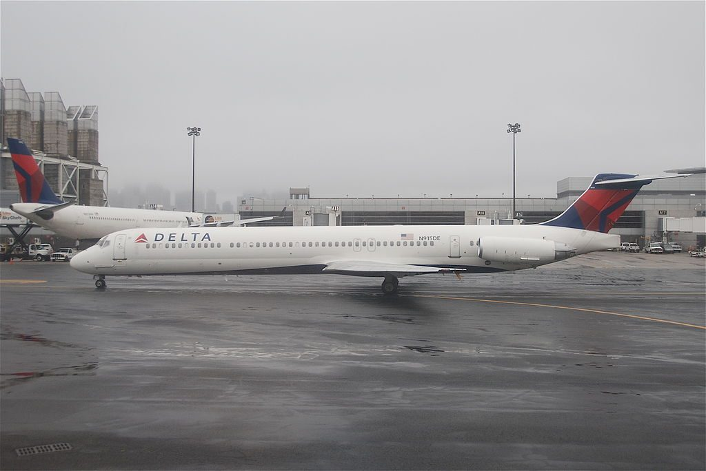 McDonnell Douglas MD-88 of Delta Air Lines Fleet N915DE at Boston Logan International Airport