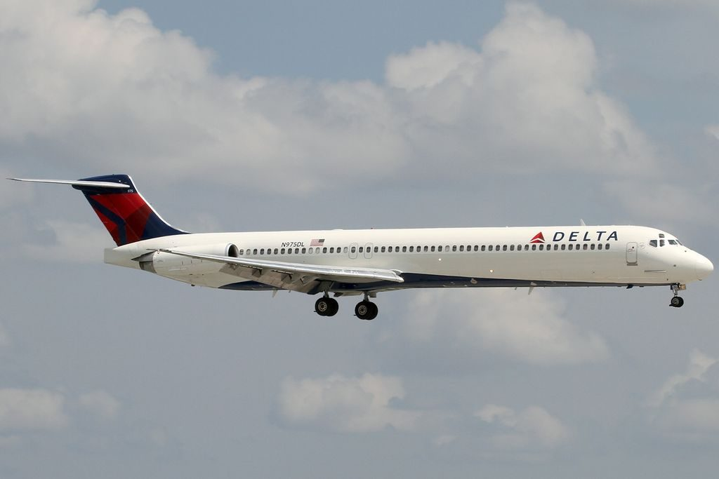 McDonnell Douglas MD-88 of Delta Air Lines Fleet N975DL at Fort Lauderdale – Hollywood International Airport (FLL : KFLL)