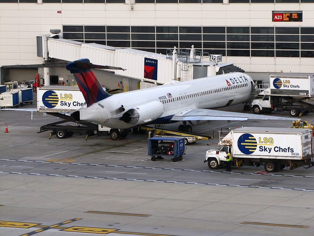 McDonnell Douglas MD-88 of Delta Air Lines N905DE on boarding gate at Detroit Metropolitan Wayne County Airport