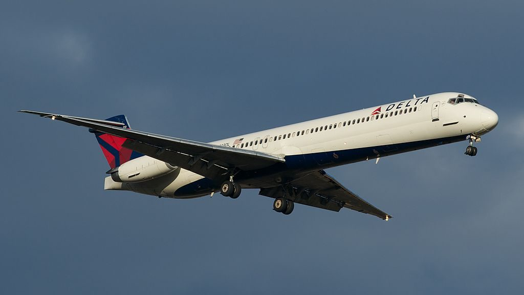 McDonnell Douglas MD-88 of Delta Air Lines N913DL on Short final at Detroit Metropolitan Wayne County Airport
