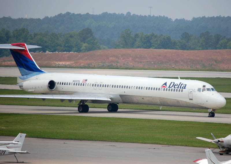 McDonnell Douglas MD-88 of Delta Air Lines N957DL at Raleigh-Durham International Airport