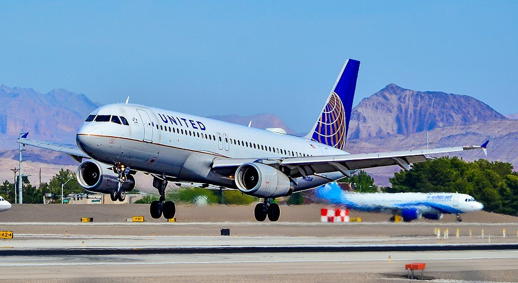 N422UA United Airlines Aircraft Fleet Airbus A320-232 landing at Las Vegas - McCarran International (LAS : KLAS) USA - Nevada
