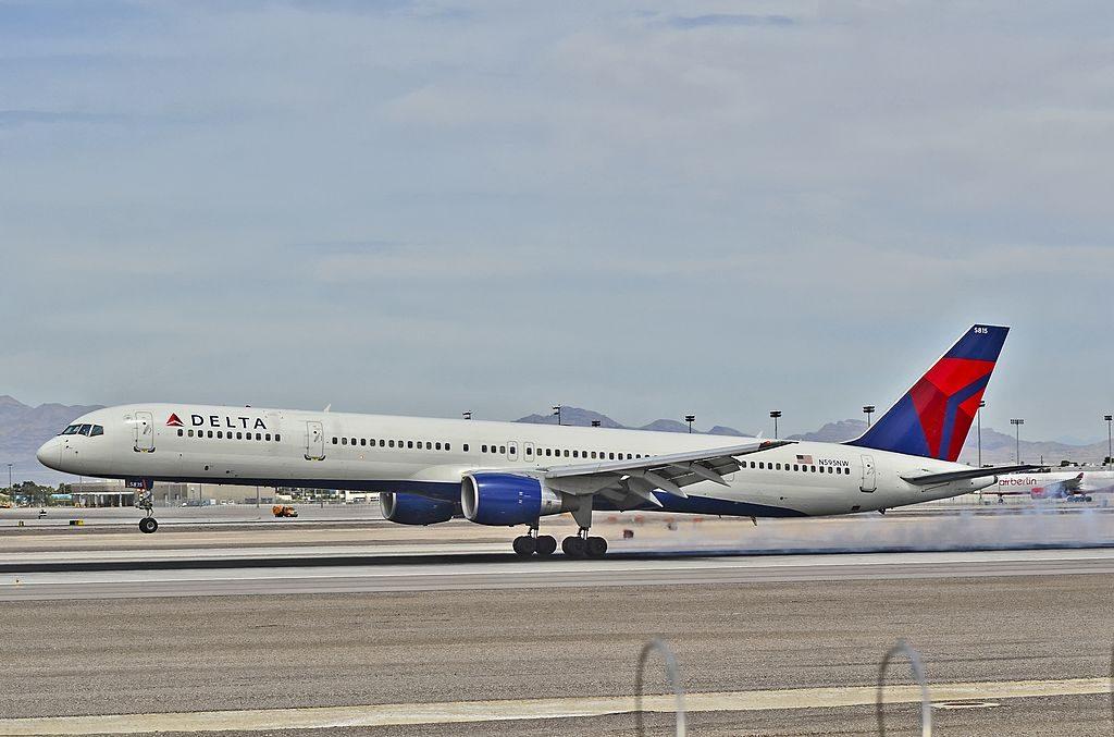 N595NW Delta Air Lines 2003 Boeing 757-351 C-N 32995 Landing at Las Vegas - McCarran International (LAS : KLAS) USA - Nevada