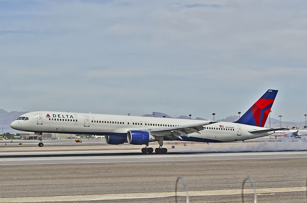 N595NW Delta Air Lines 2003 Boeing 757-351 C-N 32995 Landing at Las Vegas - McCarran International (LAS : KLAS) USA - Nevada