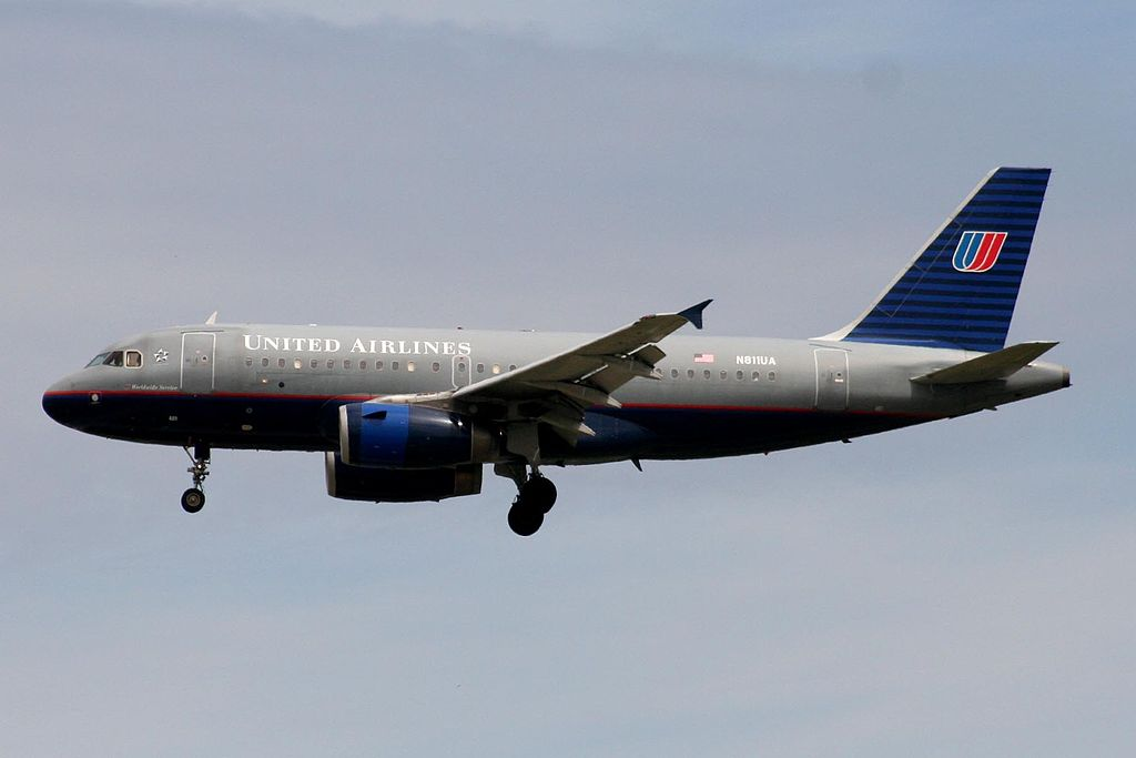 N811UA Airbus A319-131 United Airlines Fleet on short final before landing at YVR Vancouver International Airport
