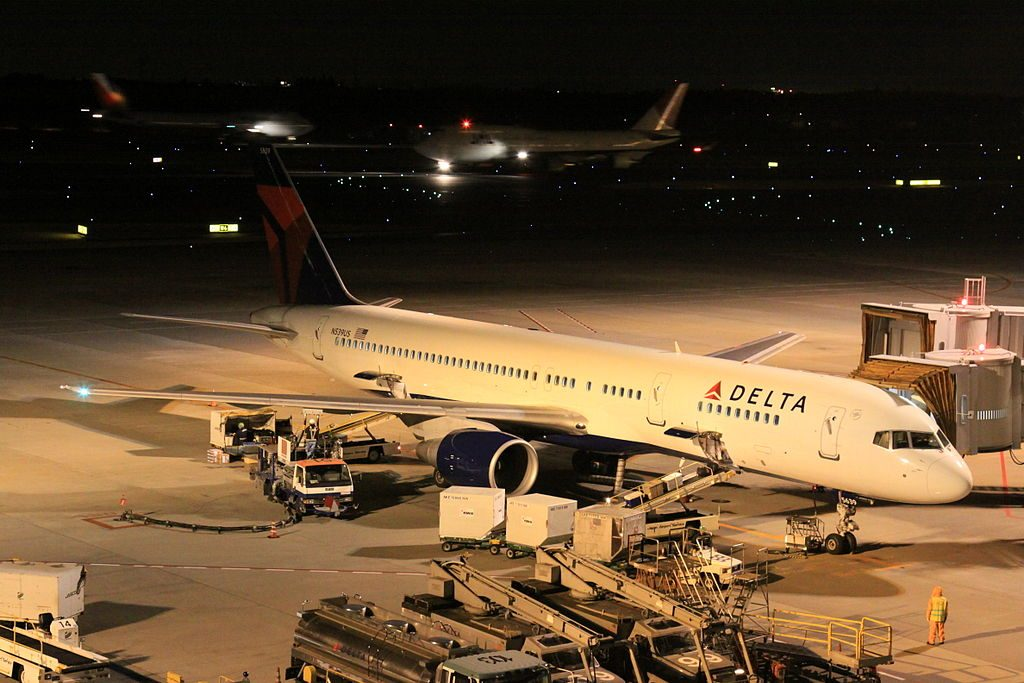 Narita International Airport Boeing 757-251, c:n-26486 Delta B757-200(N539US)