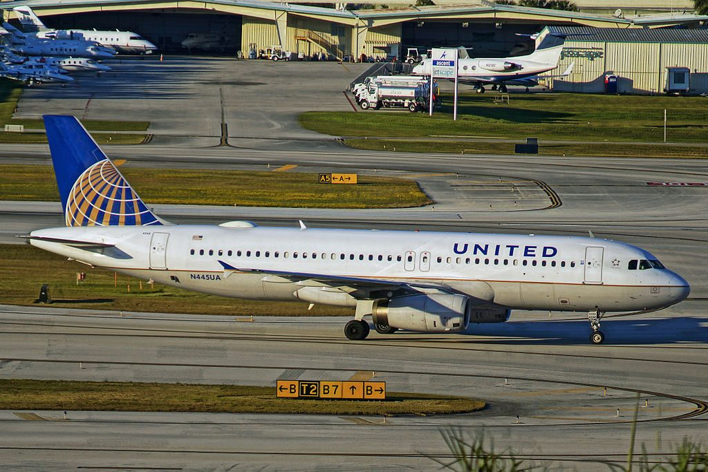 Narrow Body Aircraft Airbus A320-200 of United Airlines N445UA at Fort Lauderdale – Hollywood International Airport