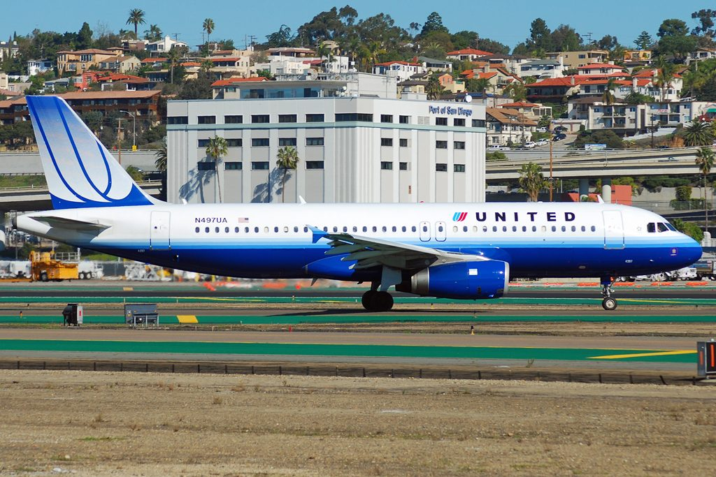 Narrow Body Aircraft Airbus A320-200 of United Airlines N497UA taxiing at San Diego International Airport
