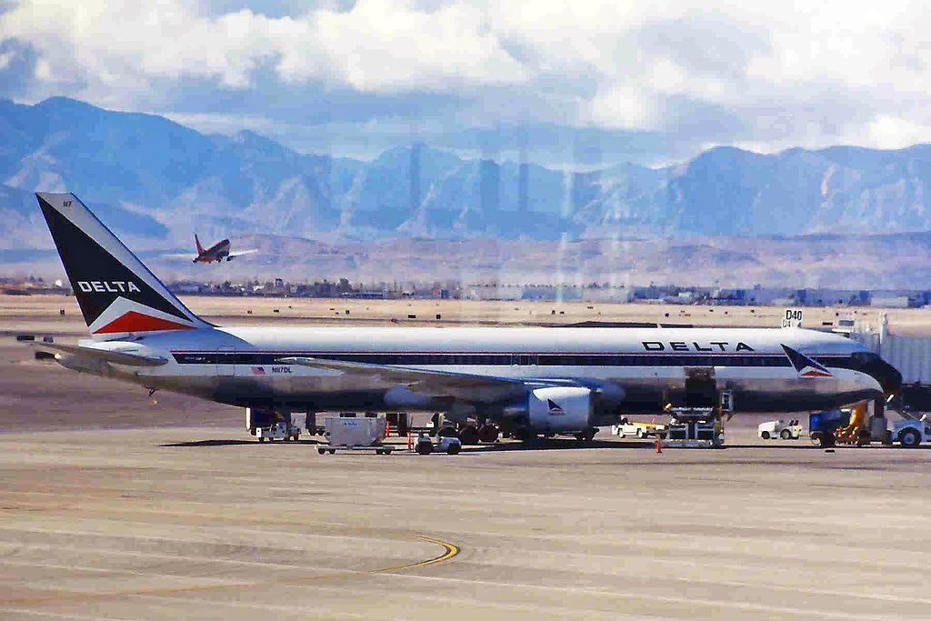 Old Aircraft Delta Air Lines Fleet N117DL Boeing B767-332 Delta A-l @LAS McCarran International Airport 20January 1999