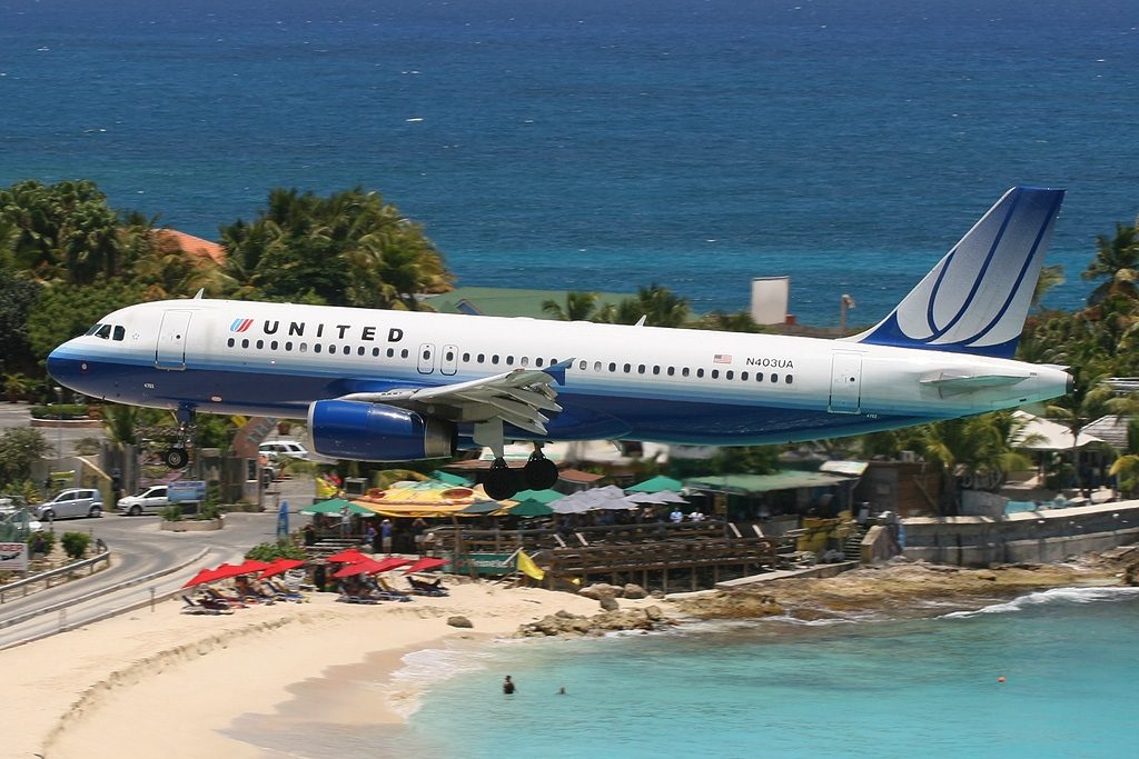 Princess Juliana Int'l - TNCM, Sint Maarten Aircraft type Airbus A320-232 Operator United Airlines Registration N403UA