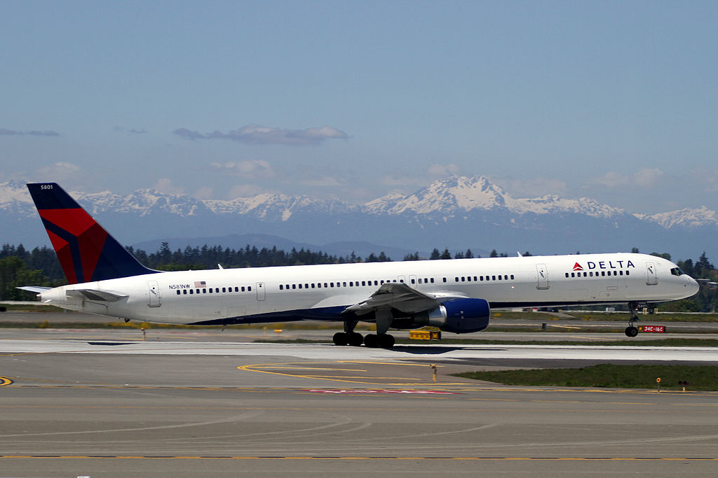 Seattle-Tacoma International Airport, Boeing 757-351, c:n-32982 Delta Airlines with Pratt & Whitney PW2000-series engines