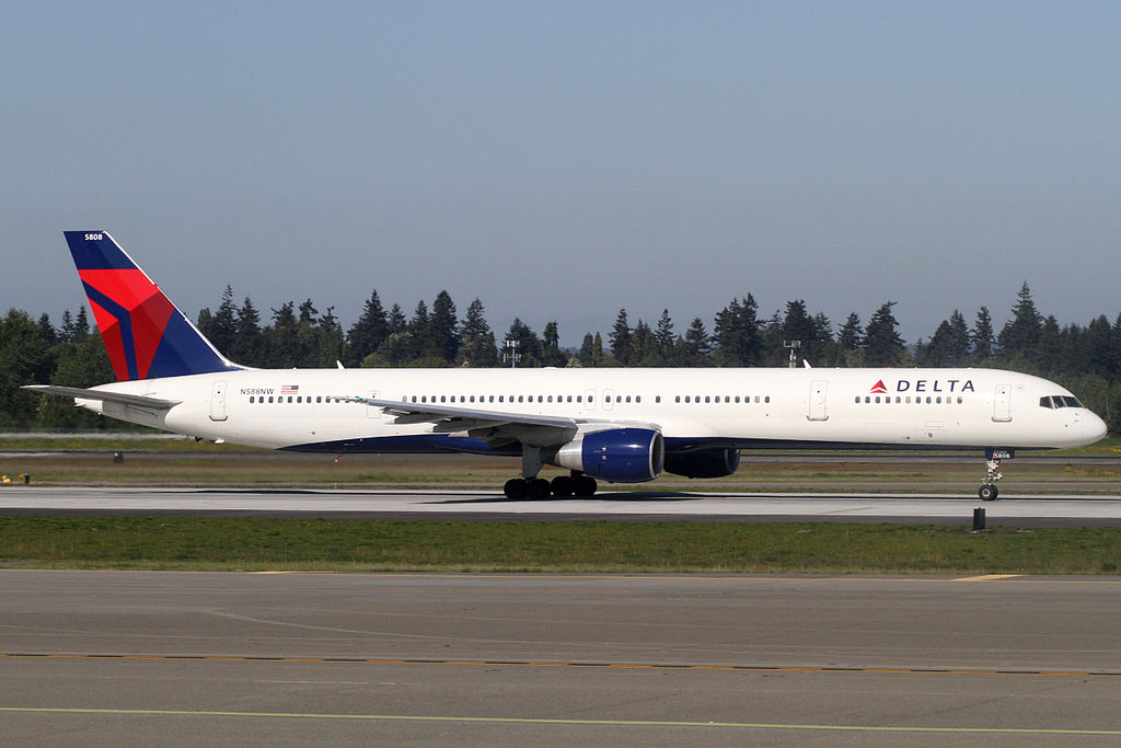 Seattle-Tacoma International Airport, Boeing 757-351, c:n-32988 Delta Airlines Aircraft Photos (N588NW)