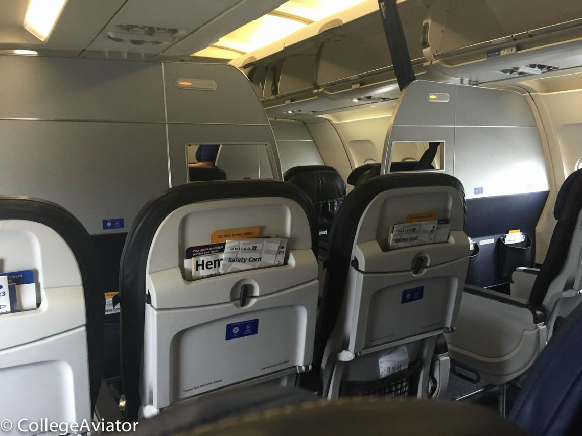 United Airlines Airbus A319-100 Economy Plus (Premium Eco) cabin bulkhead seats photos @CollegeAviator