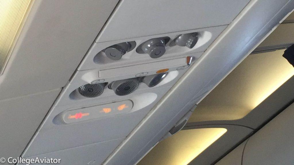 United Airlines Airbus A319-100 Economy Plus (Premium Eco) cabin overhead panel photos @CollegeAviator