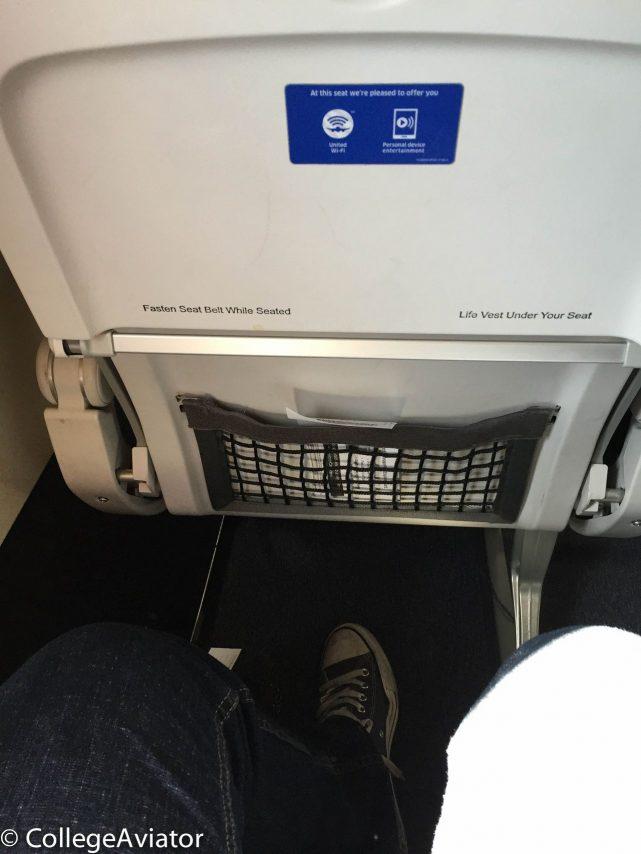 United Airlines Airbus A319-100 Economy Plus (Premium Eco) seats pitch legroom photos @CollegeAviator