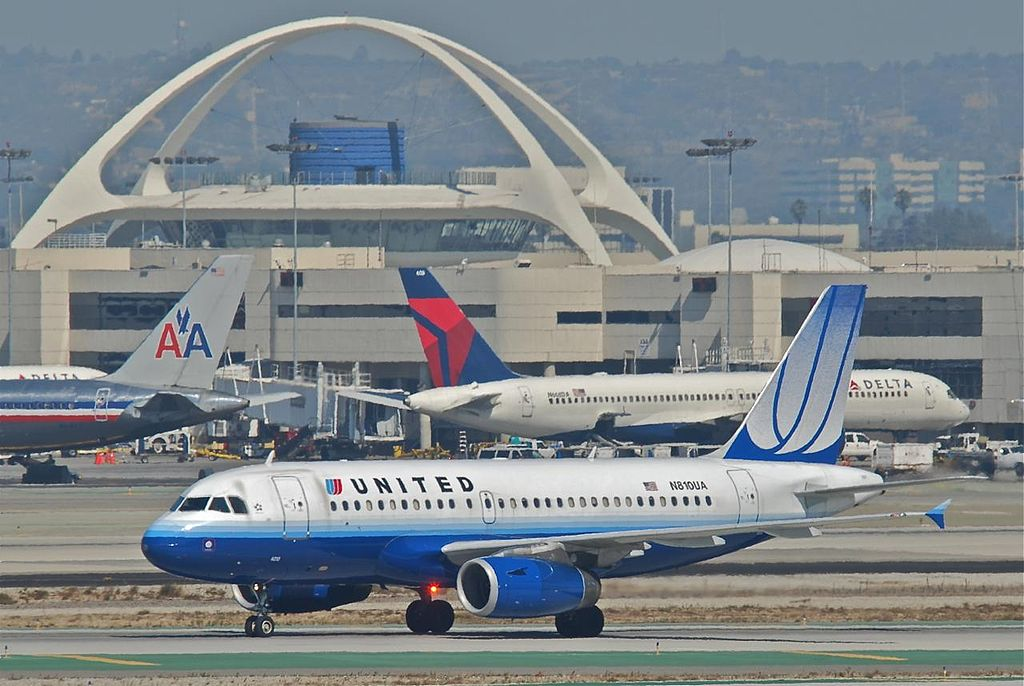 United Airlines Airbus A319-131; N810UA @LAX First flight- June 3, 1998 and delivered to UA on June 29, 1998