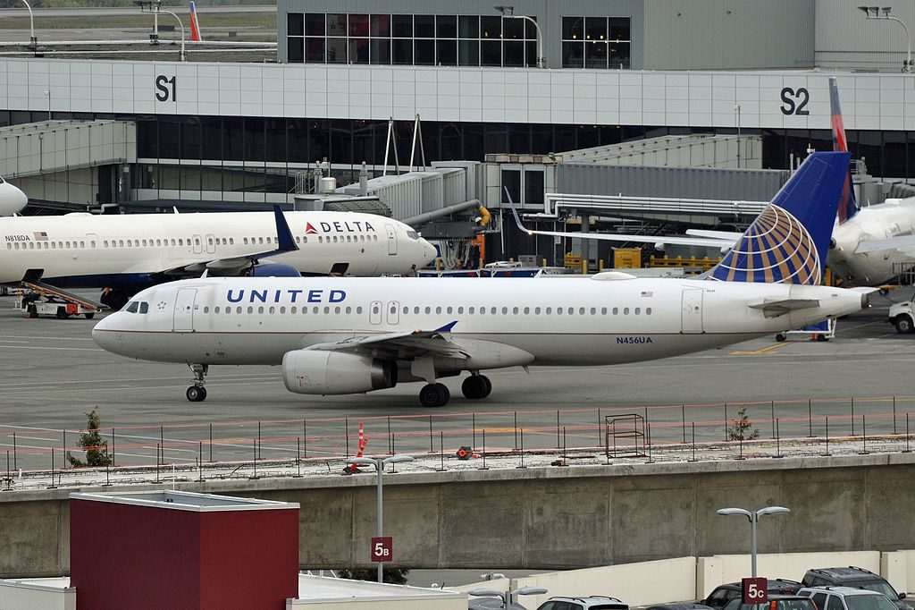 United Airlines, Airbus A320-232, N456UA - SEA Seattle-Tacoma International Airport