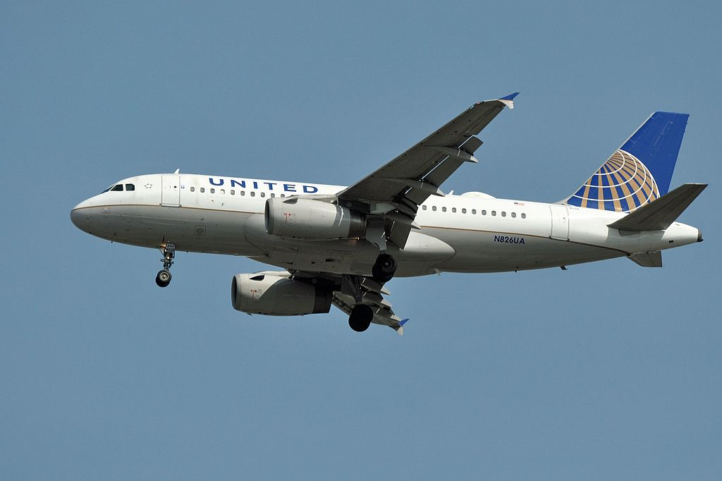 United Airlines Aircraft Fleet Airbus A319-131, N826UA - YVR Vancouver International Airport