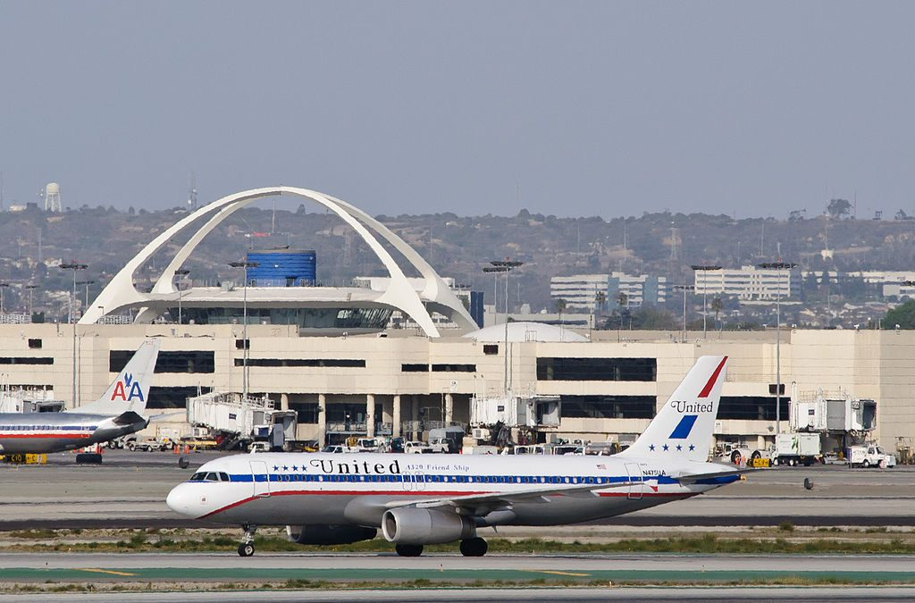 United Airlines Aircraft Fleet Airbus A320-200 85th Anniversary Retrojet 1972 Friend Ship livery - N475UA at Los Angeles International Airport