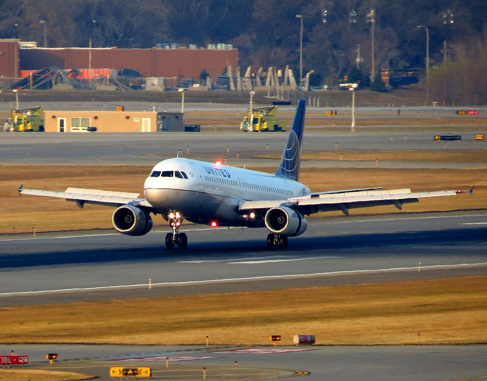 United Airlines Aircraft Fleet N414UA Airbus A320-200 at Minneapolis-Saint Paul International Airport