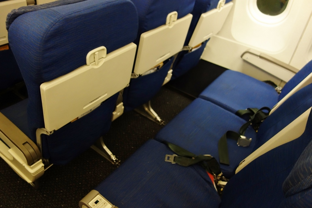 United Airlines Fleet Airbus A319-100 Economy Class Cabin Seats Pitch Layout photos-2