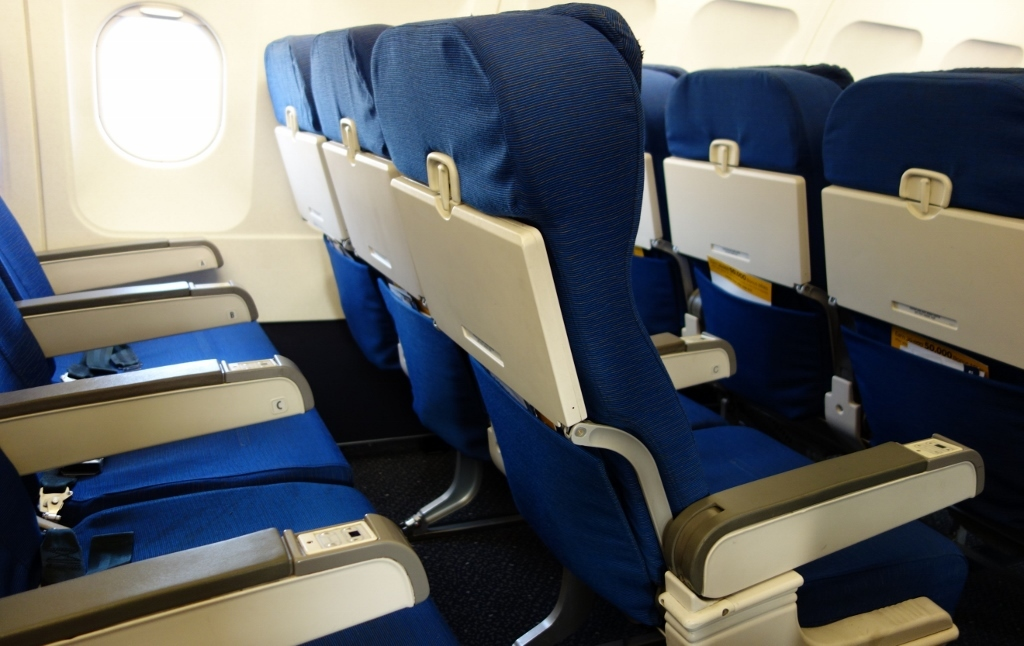 United Airlines Fleet Airbus A319-100 Economy Class Cabin Seats Pitch Layout photos