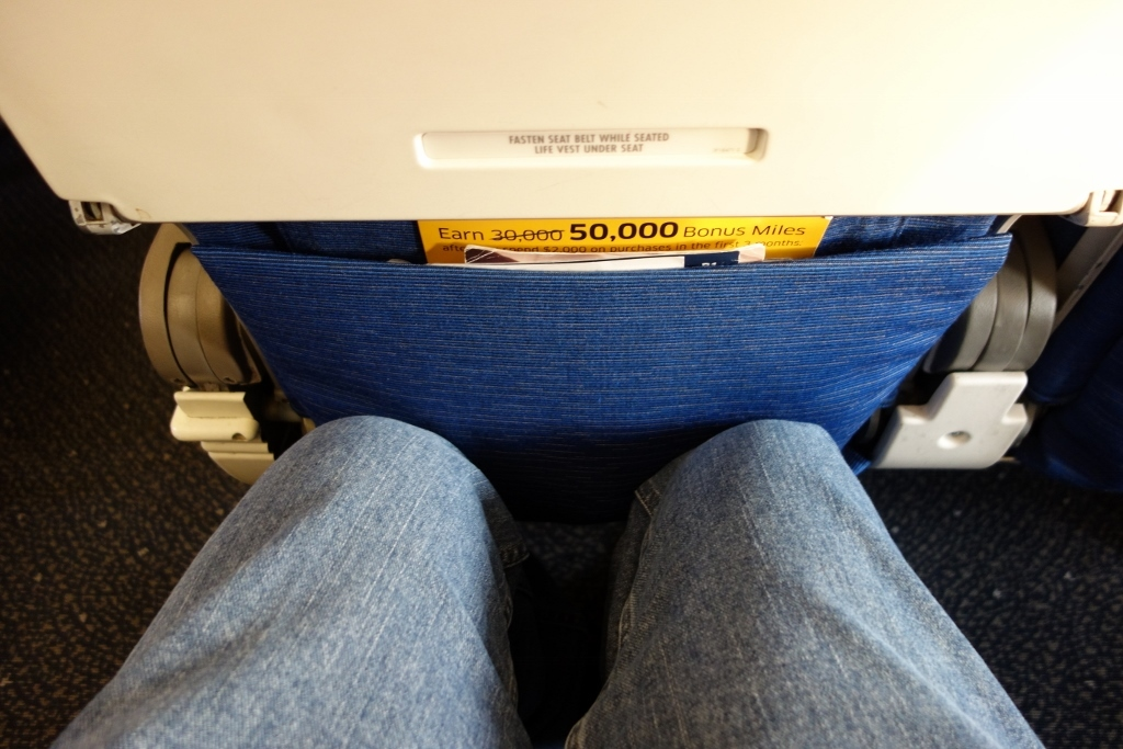 United Airlines Fleet Airbus A319-100 Economy Class Cabin Seats Pitch legroom space photos