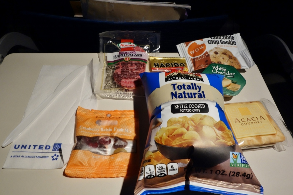 United Airlines Fleet Airbus A319-100 Economy Class Inflight Amenities Snacks and Drinks Buy on Board (BoB) services photos-3