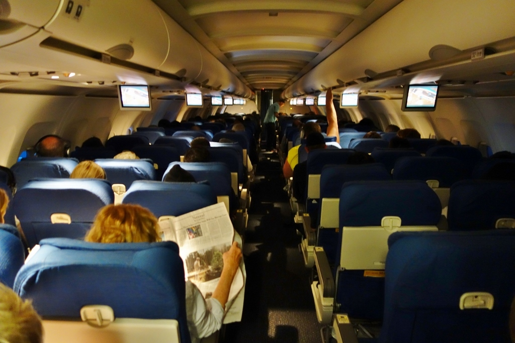 United Airlines Fleet Airbus A319-100 Economy Class Inflight Cabin Interior View