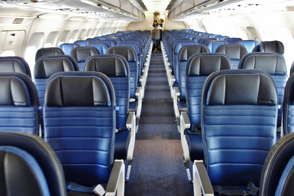 United Airlines Fleet Airbus A319-100 Economy Class Main Cabin Interior and Seats Configuration photos