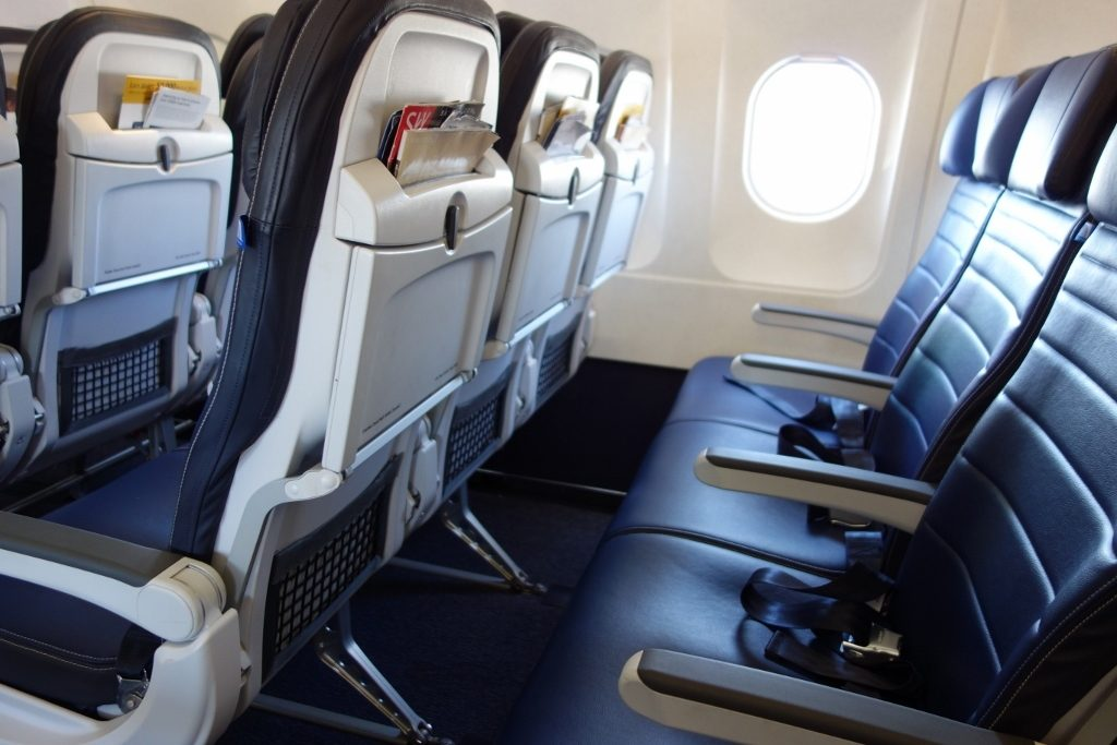 United Airlines Fleet Airbus A319-100 Economy Class Standard Seats Row Layout photos