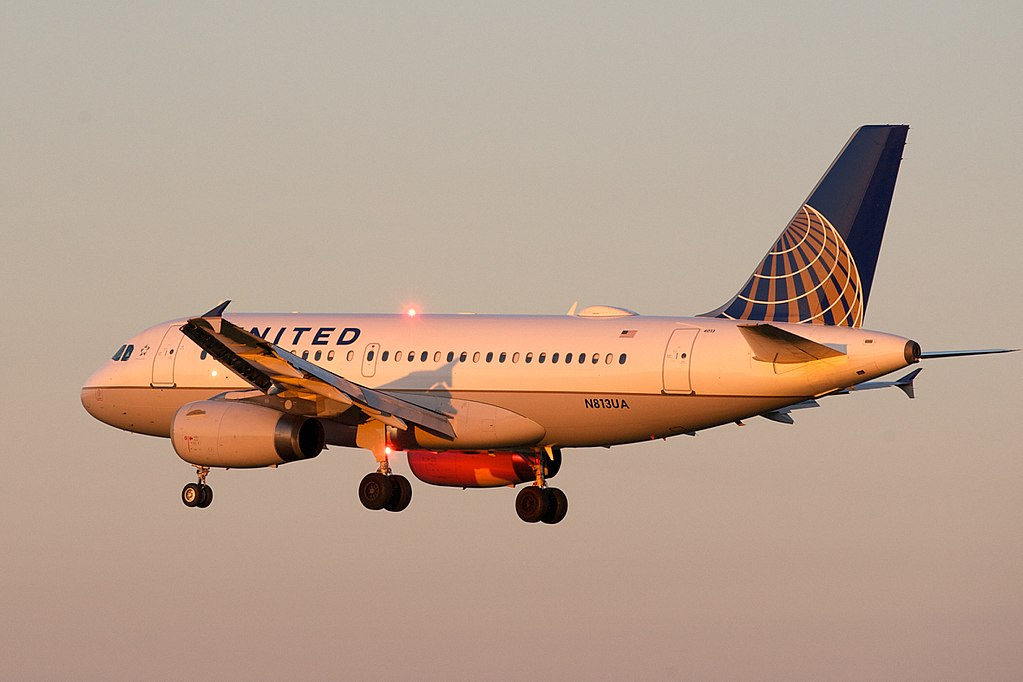 United Airlines Fleet Airbus A319 N813UA on short final before landing at YYZ Toronto Pearson International Airport