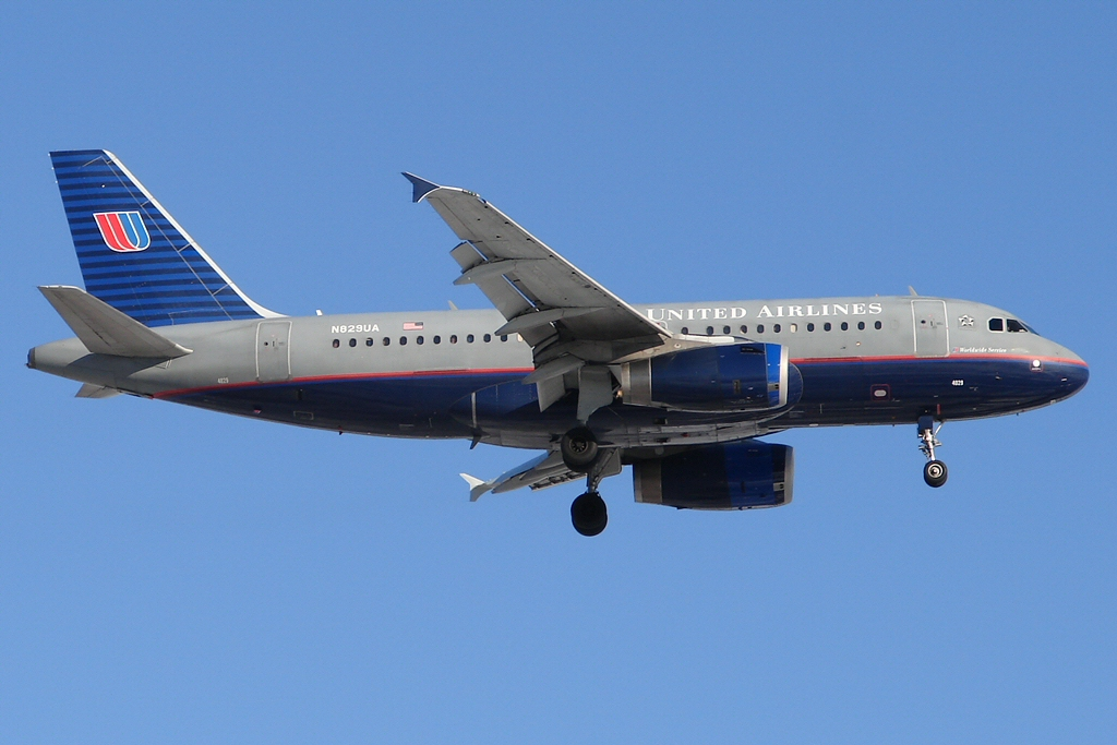 United Airlines Fleet Airbus A319 N829UA Narrow Body Aircraft Photos