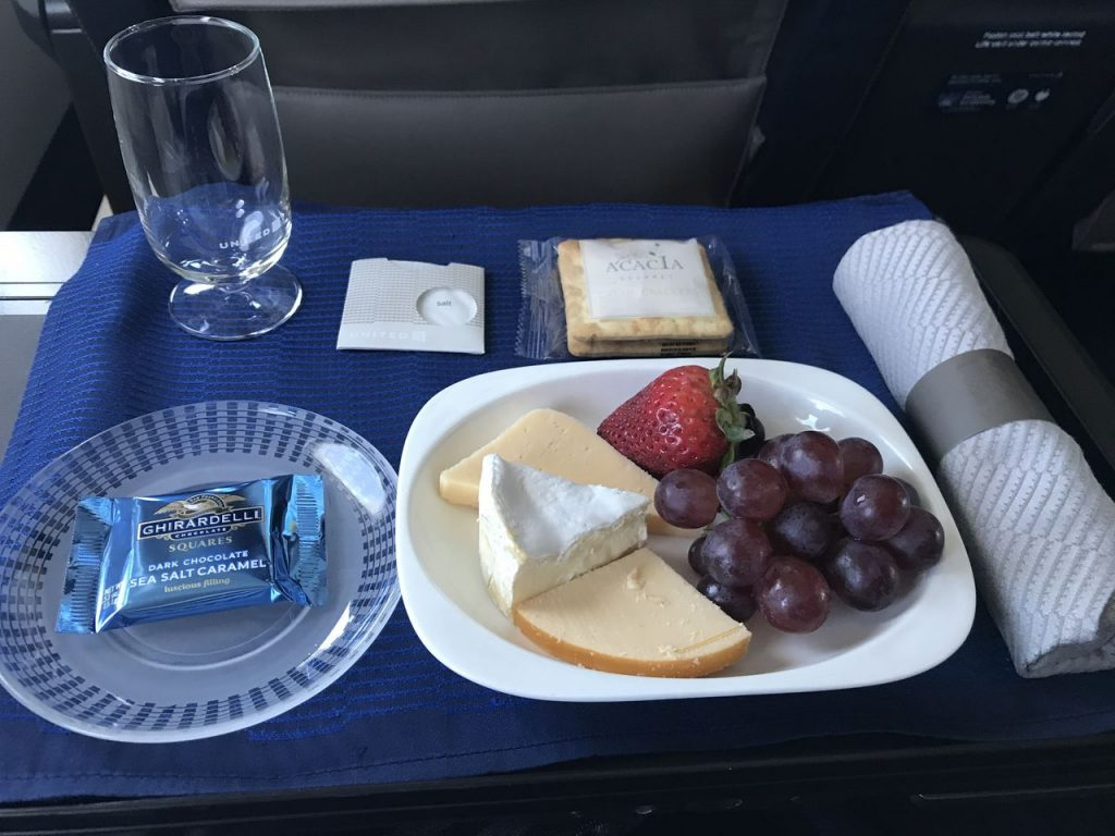 United Airlines Fleet Airbus A320-200 Business Class:Domestic First:United First inflight amenities lunch services