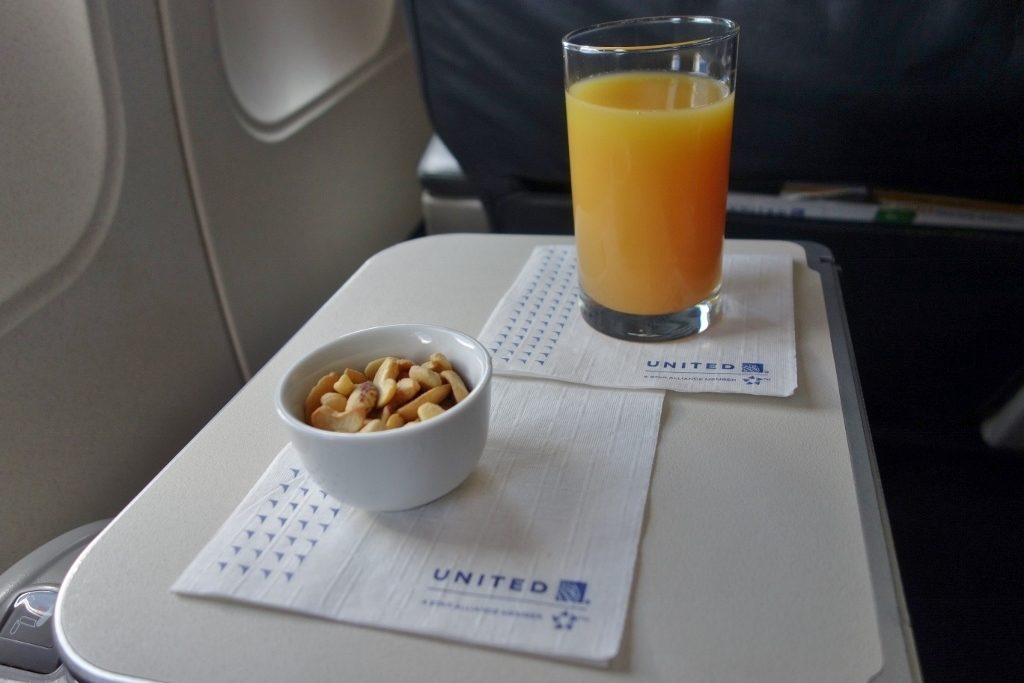 United Airlines Fleet Airbus A320-200 Business Class:Domestic First:United First inflight amenities snacks and drinks orange juice:warm nuts services