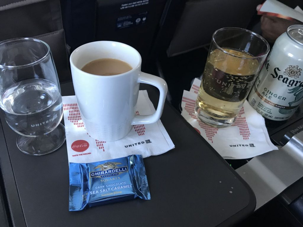 United Airlines Fleet Airbus A320-200 Business Class:Domestic First:United First pre-arrival snacks and drinks services