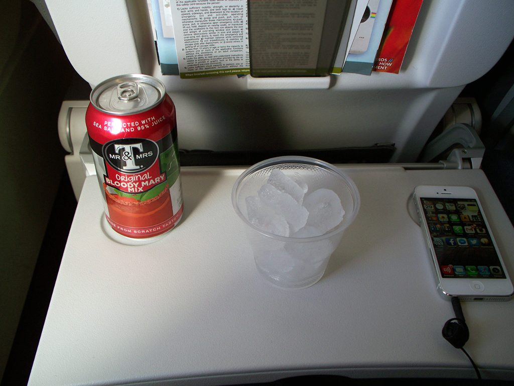 United Airlines Fleet Airbus A320-200 Main Cabin Economy Class Inflight Drinks Services Photos