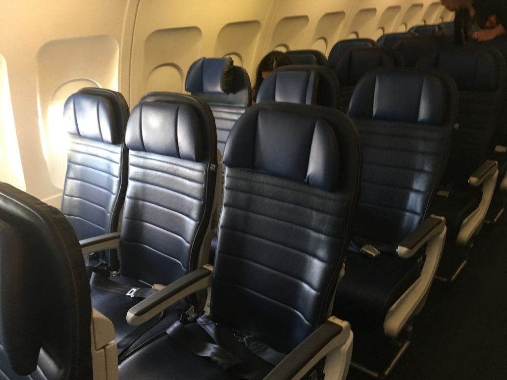 United Airlines Fleet Airbus A320-200 Main Cabin Economy Class Seats Configuration Photos