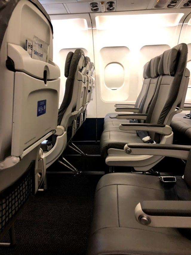 United Airlines Fleet Airbus A320-200 Main Cabin Economy Class Slimline Seats Configuration Photos