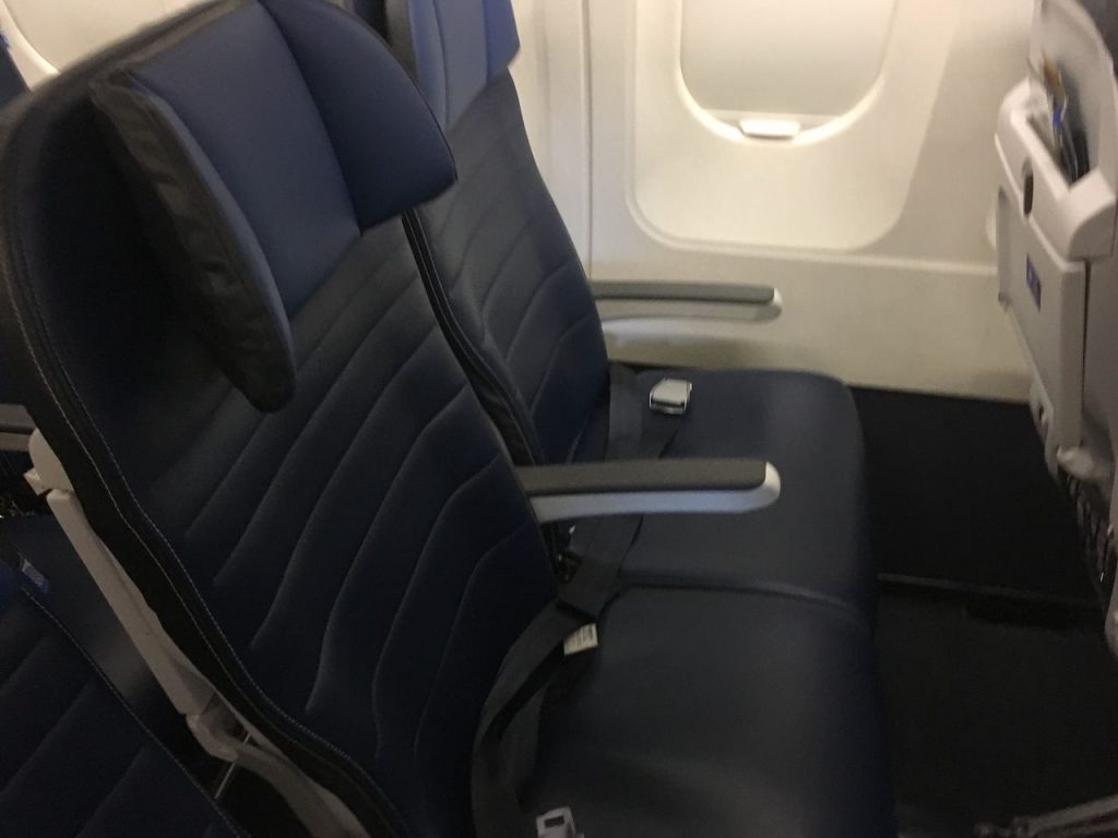 United Airlines Fleet Airbus A320-200 Main Cabin Economy Class Standard Window Seats Photos