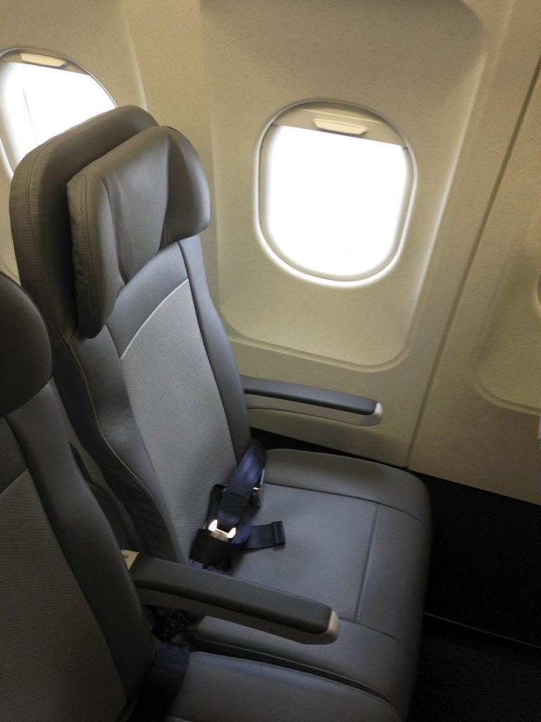 United Airlines Fleet Airbus A320-200 Main Cabin Economy Class retrofitting Recaro seats Photos