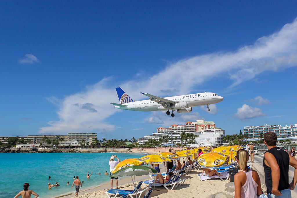 United Airlines Fleet Airbus A320-200 N406UA on short final before landing at Princess Juliana Airport