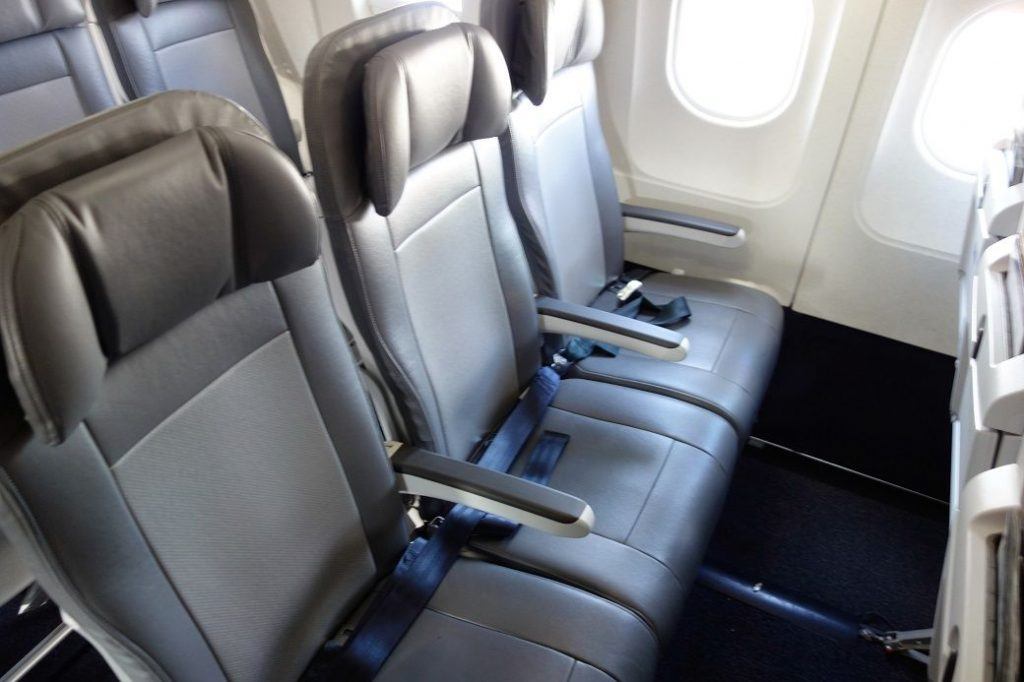United Airlines Fleet Airbus A320-200 Premium Eco:Economy Plus Cabin 3-3 Seats Layout Configuration Photos